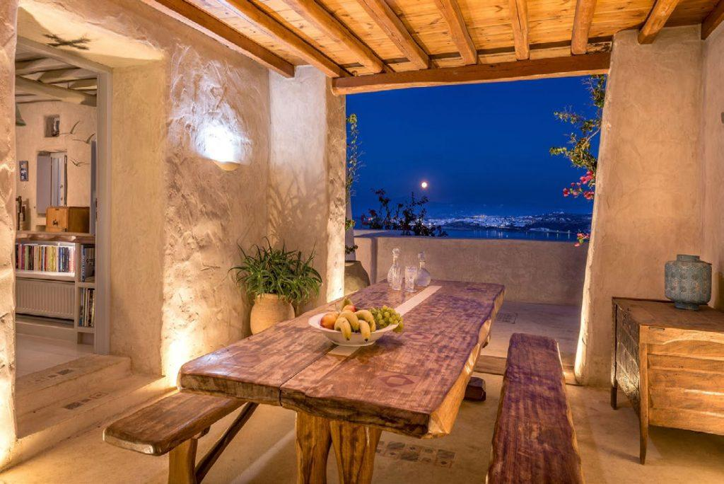 place to sit down and have a good time with your friends with mesmerizing view of Mykonos city at night