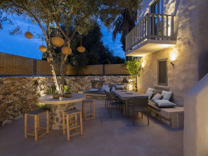 ideal area for throwing a party or enjoying with friends in the evening