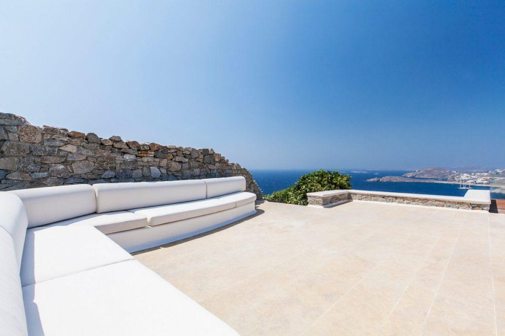 ideal place to enjoy with friends on a sunny day and a beautiful view