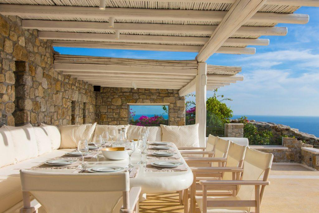 ideal place to grab a bite or have breakfast in breeze of fresh air