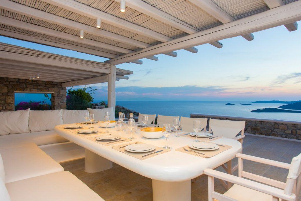 ideal place for dinner with a divine view of the sunset over the sea
