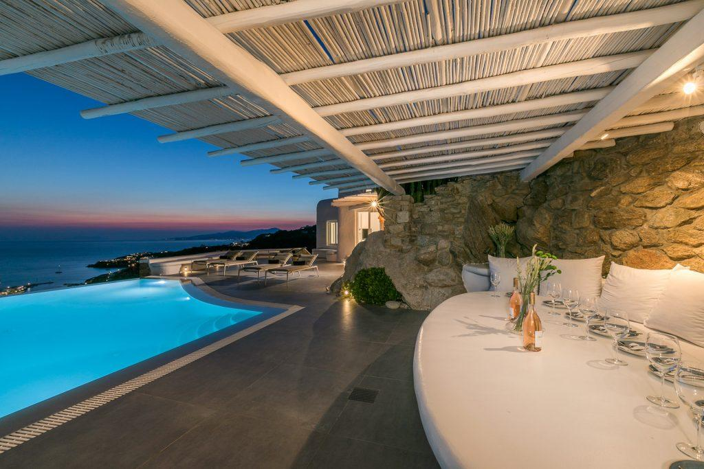 outdoor dining area with big rounded wall and horizon view