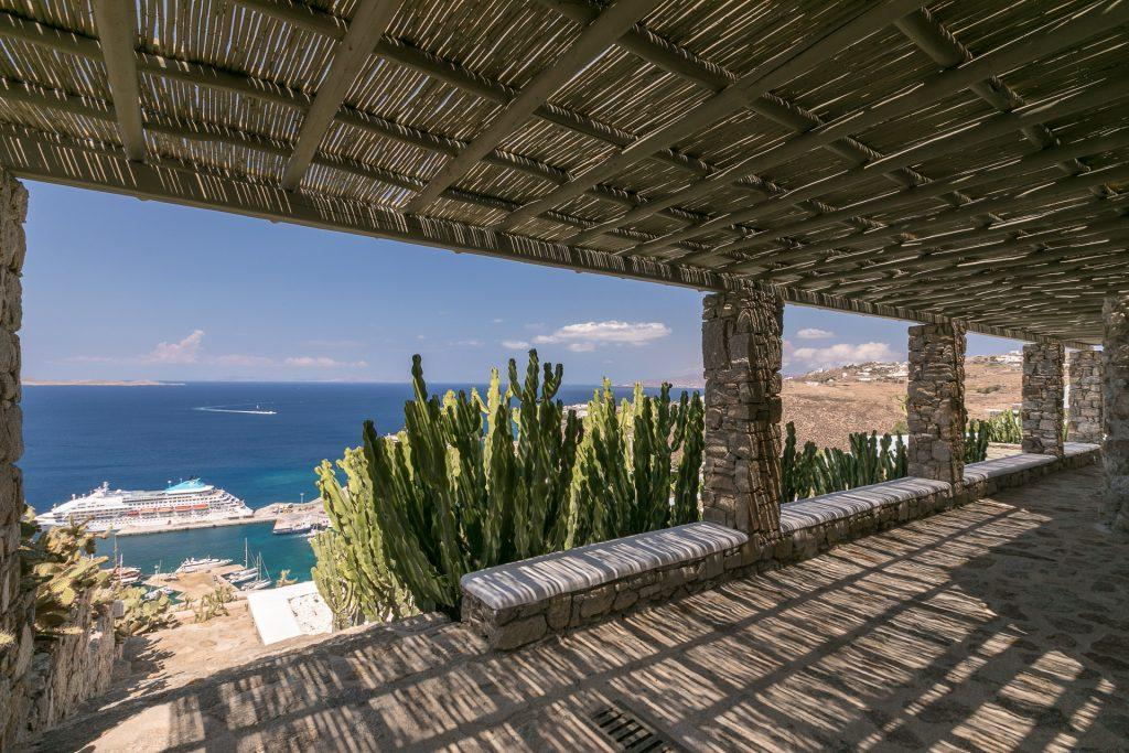 outdoor area with sea and horizon view