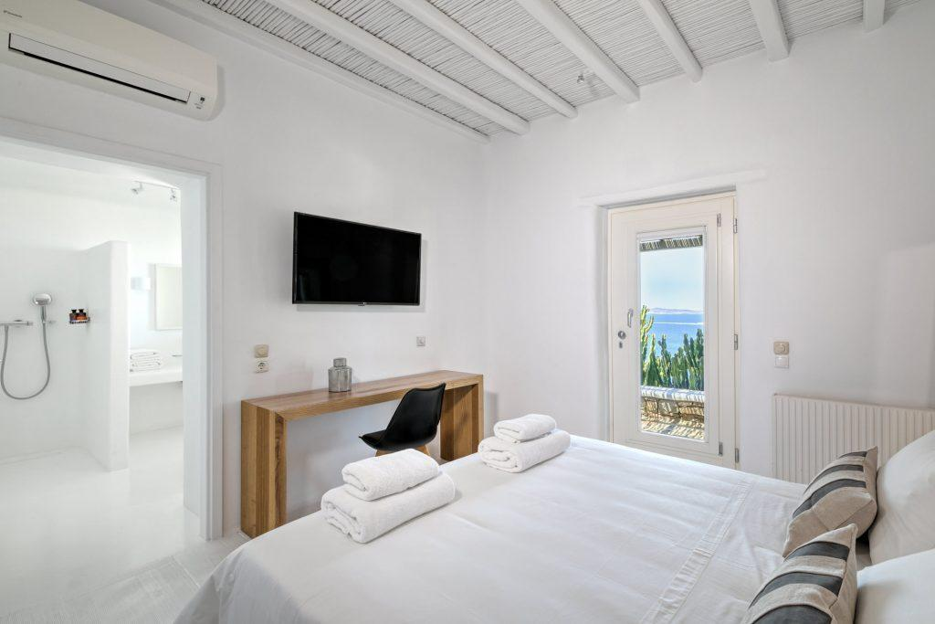 white wall bedroom with air condition and satisfying sea view