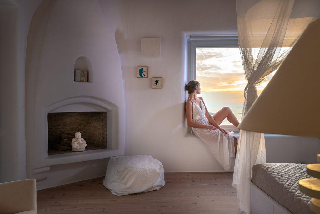 white wall bedroom with perfect view on sea and sky