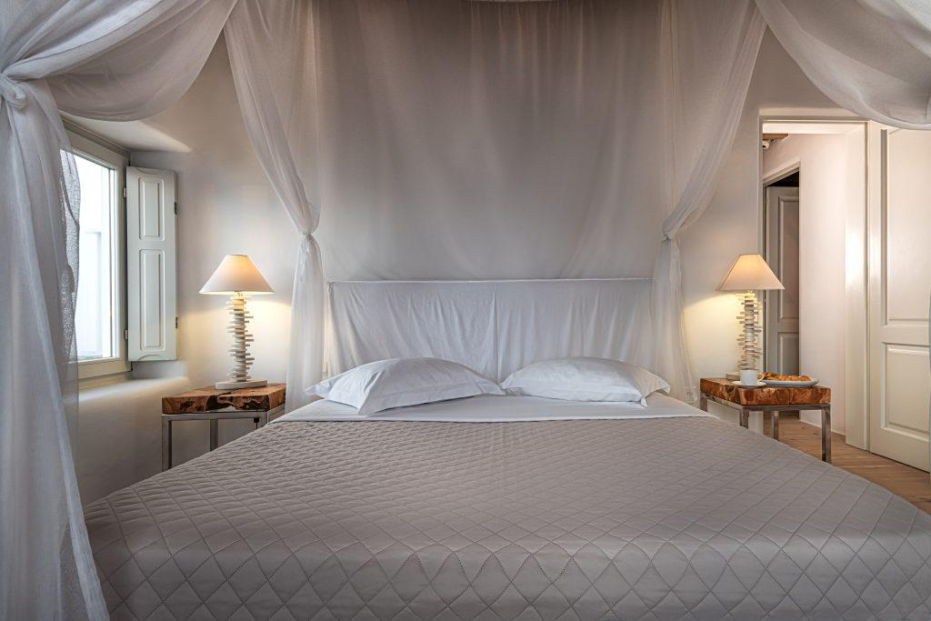 white curtain bedroom with lamps on nightstands