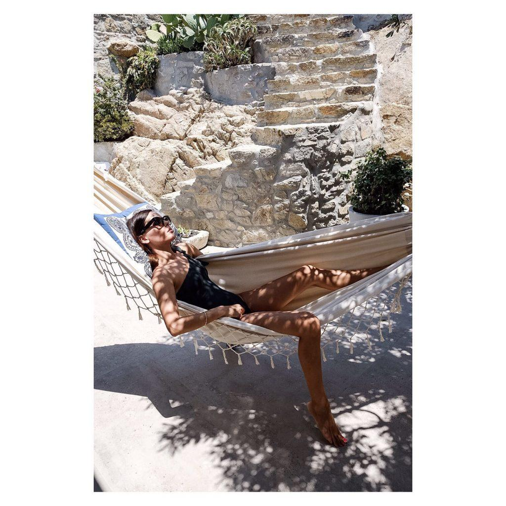 comfortable white deck chair ideal for sleeping and enjoying the sun