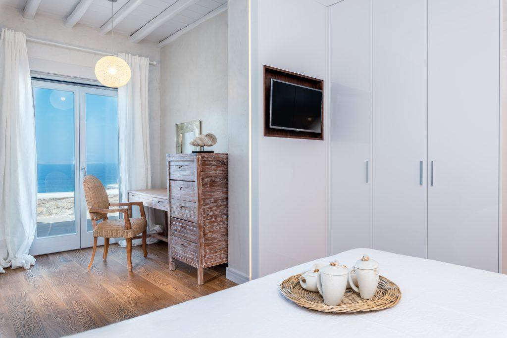 room to enjoy the sea view with coffee and a loved one