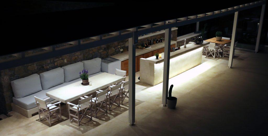 outdoor bar area to spend evenings with friends and make drinks