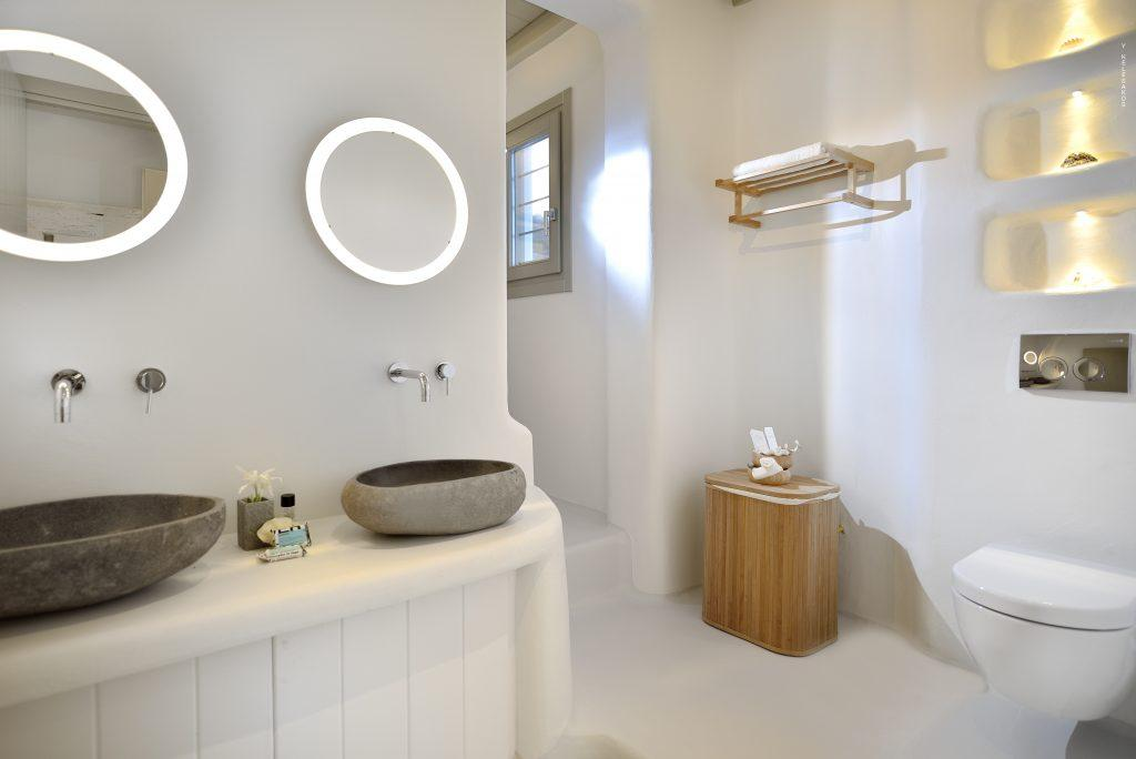 simple designed bathroom perfect for cleaning and washing up
