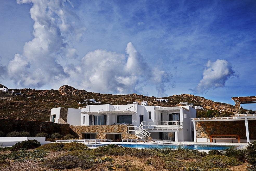 perfect view of the villa by day and its benefits