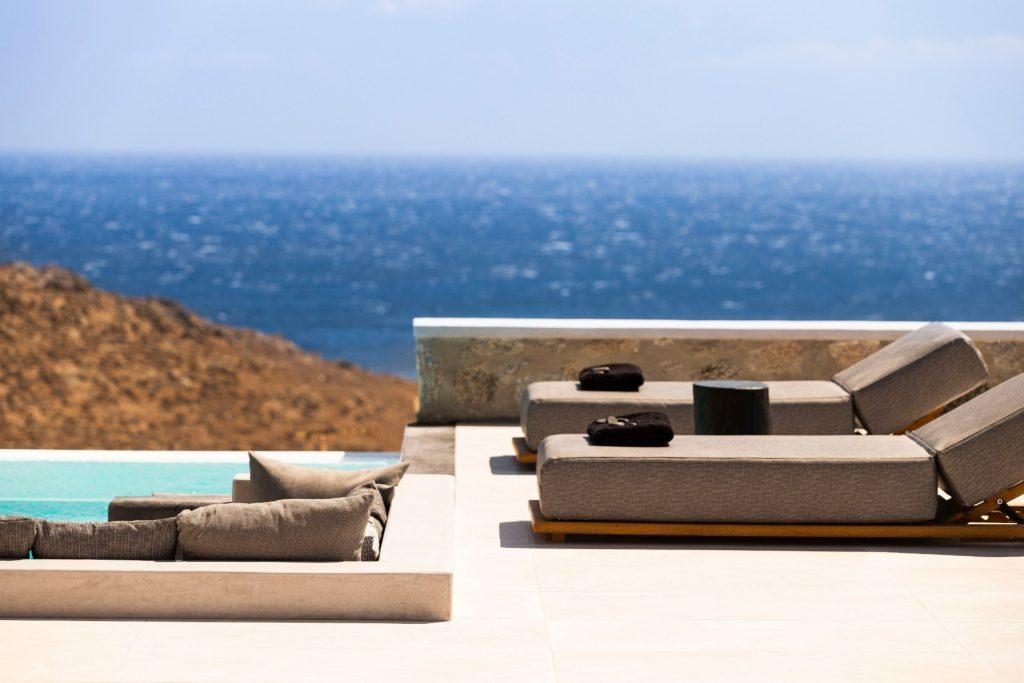 outdoor area with climbers and black soft towels