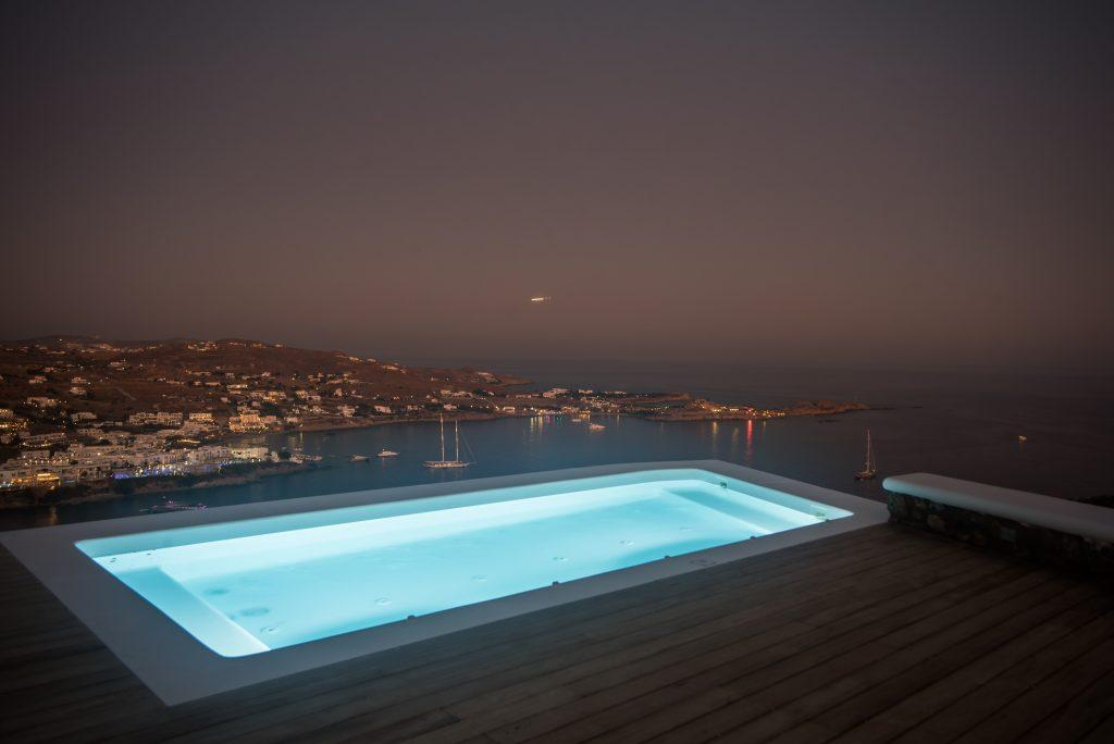 perfect place for a romantic night in a lighted pool and sea view