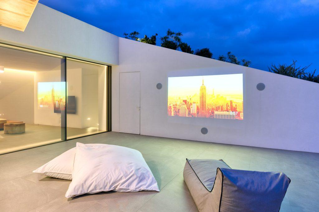 outdoor area with comfort climbers and projector