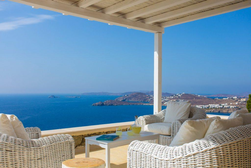 ideal place to relax overlooking the sea and ice lemonade