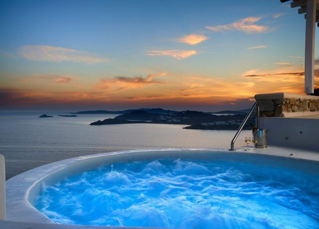 ideal place for a romantic evening by the pool with an amazing sunset and good wine