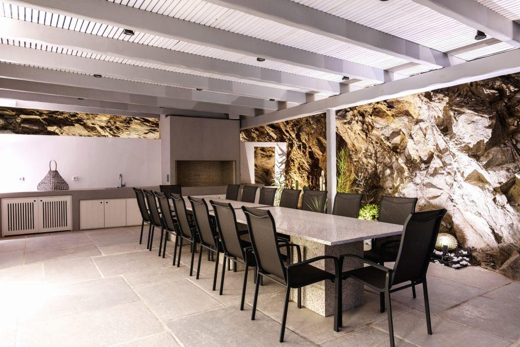 illuminated stone walls that stand out and a wooden dining table ideal for hanging out with friends