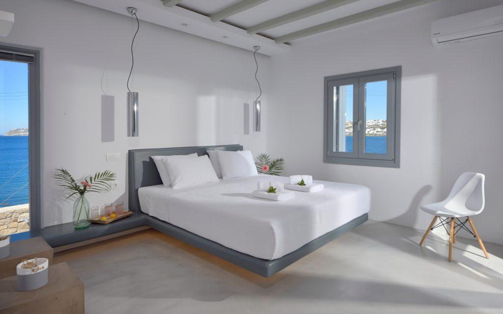 room overlooking the crystal blue sea and cozy king size bed