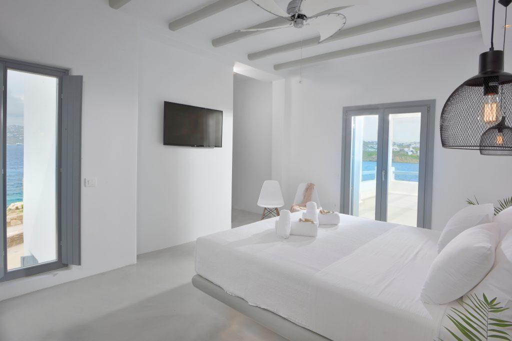room for two with comfortable bed and tv