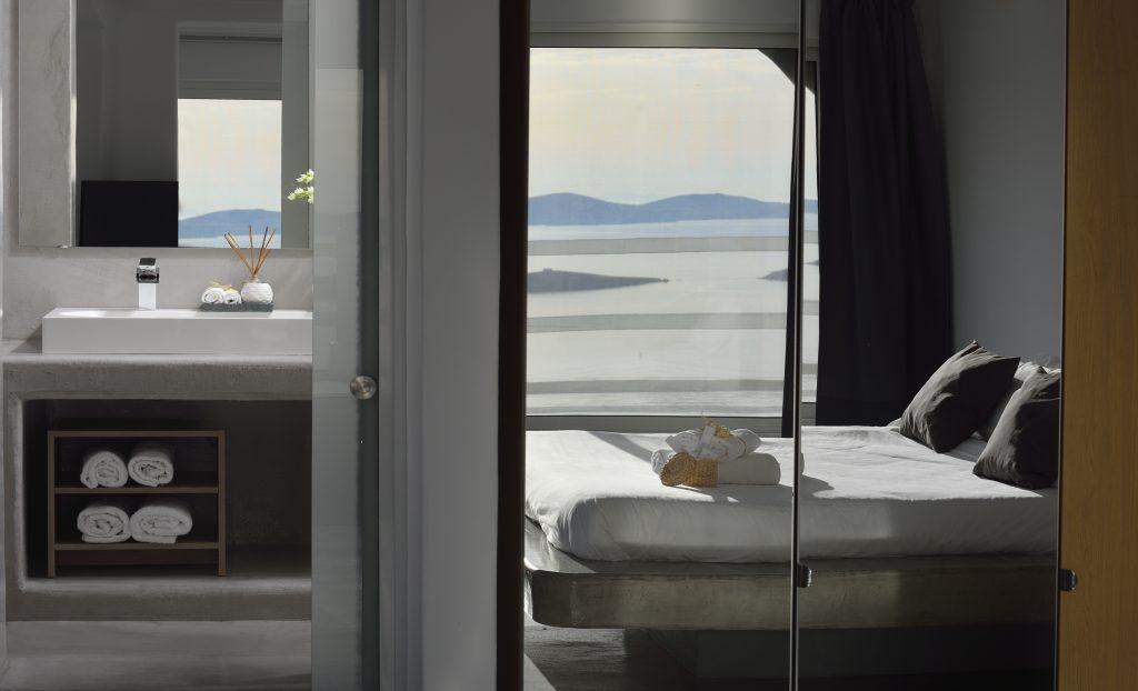 room for two with a view of the endless sea and a closet with large mirrors
