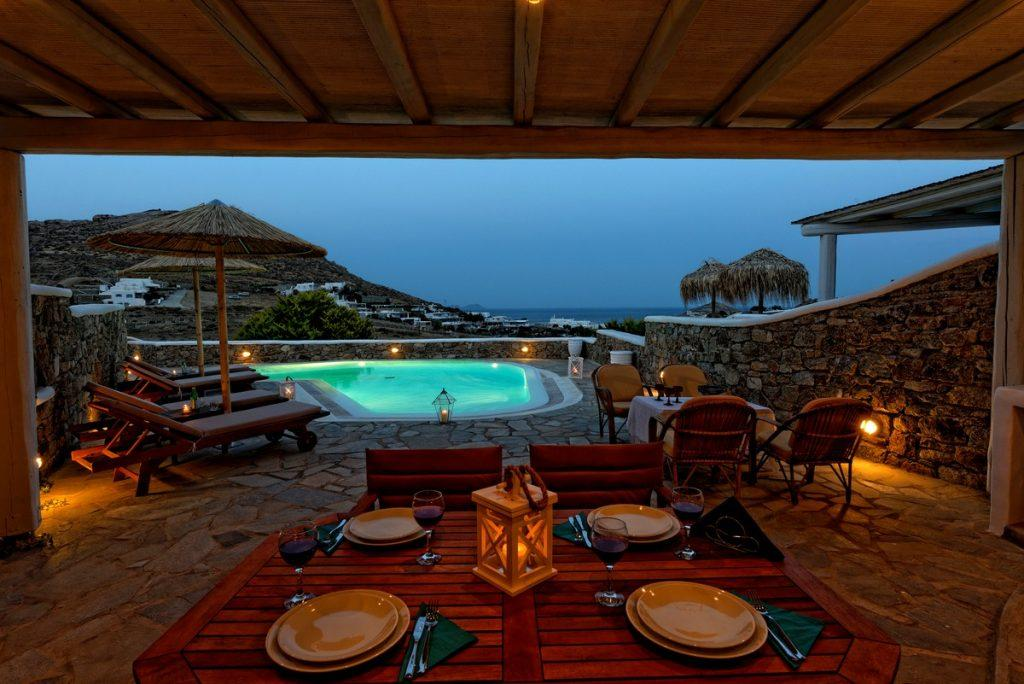 perfect place to have dinner with your friends in the evening