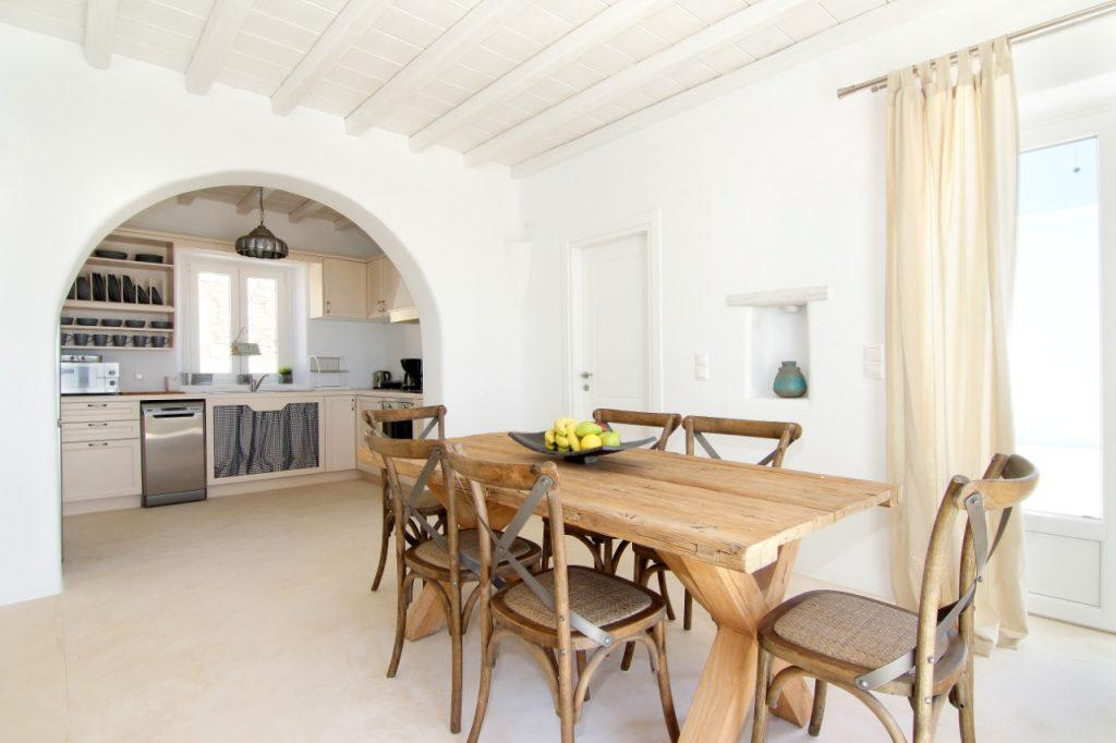 white walls of the dining room and kitchen with the necessary technique ideal for making delicious meals