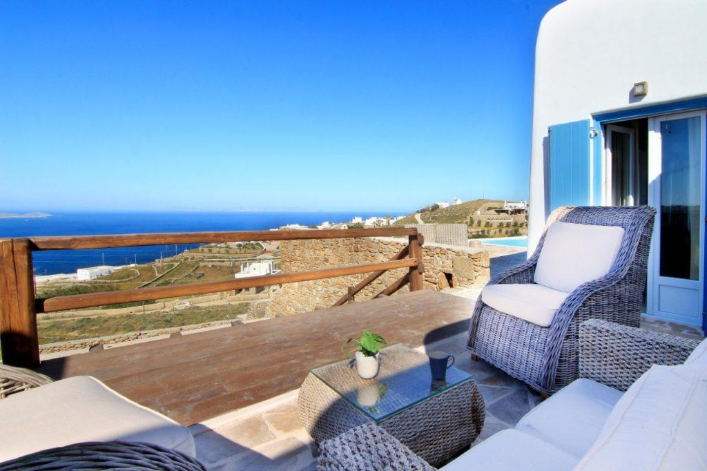 iew of the clear blue sea from the comfortable garden is an ideal place to enjoy an afternoon coffee
