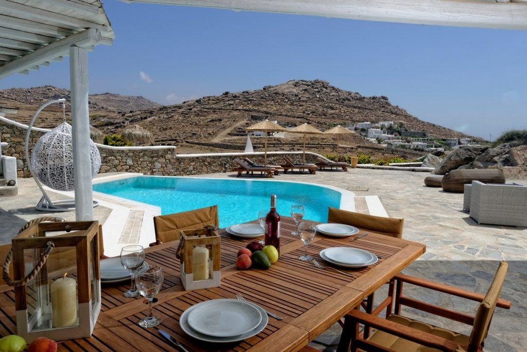 perfect place to enjoy a delicious lunch and good wine with friends outdoors
