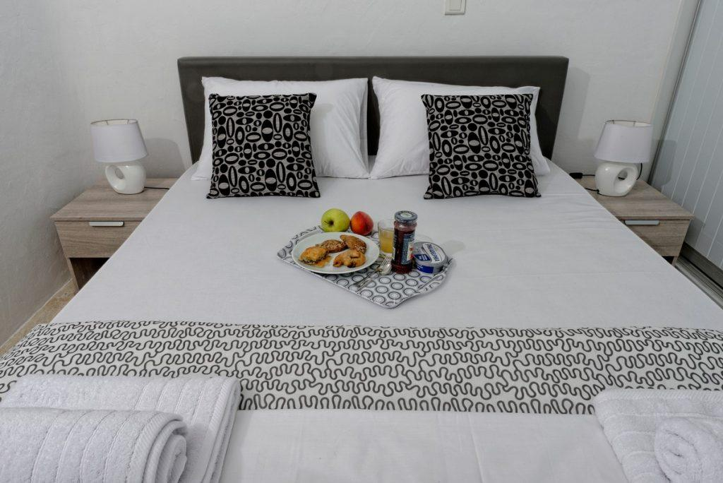 ideal place for a delicious breakfast with a loved one in a comfortable bed