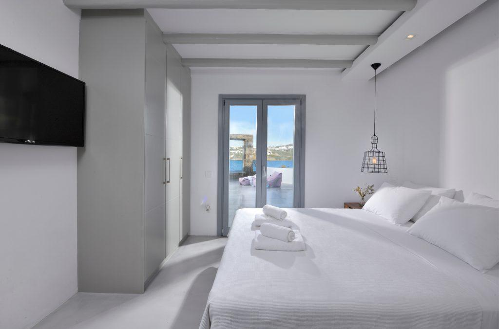room for two with sea view and cozy king size bed