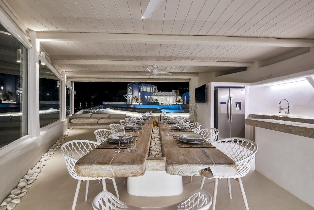 ideal place for dinner with friends and family outdoors