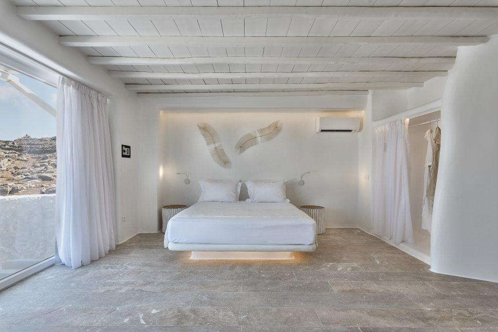 bedroom with comfortable and lighted king size bed