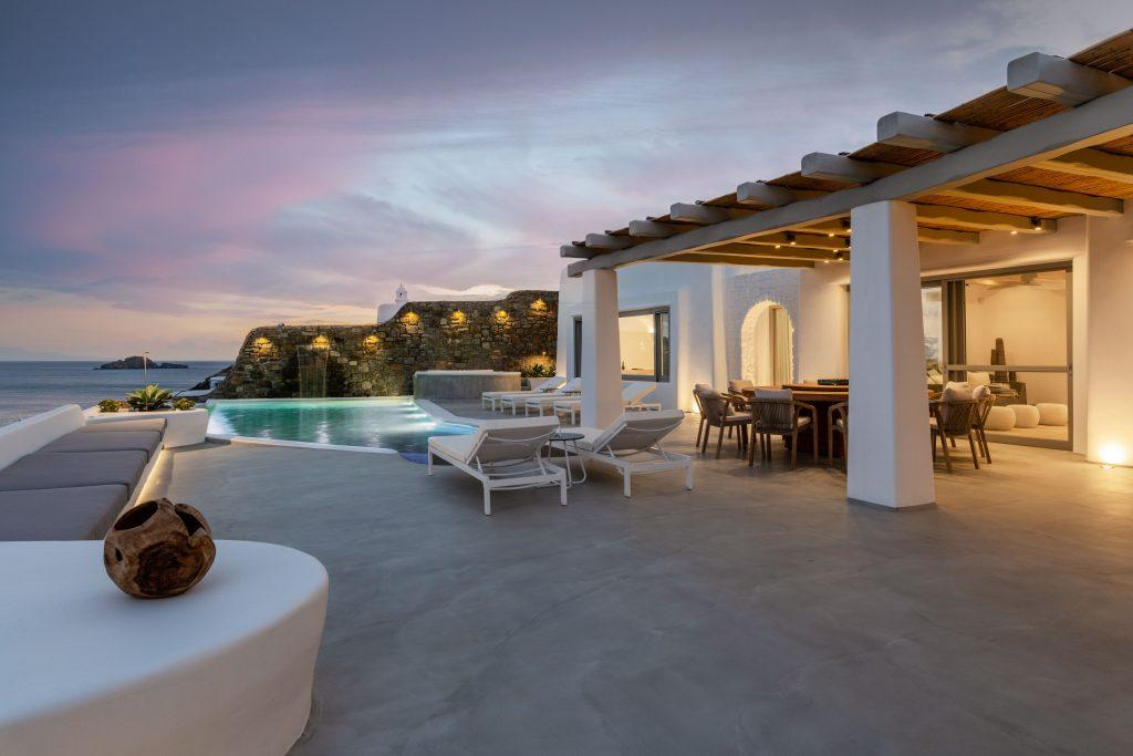 perfect outdoor area for pool party and evening large parties