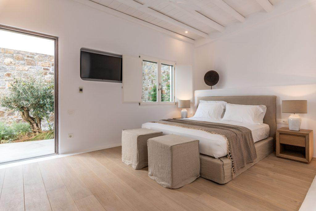 double single bedded sleeping room with exit to villa garden