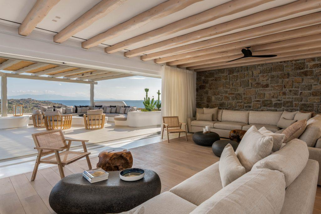 living room overlooking the light blue sea and access to the spacious courtyard of the villa
