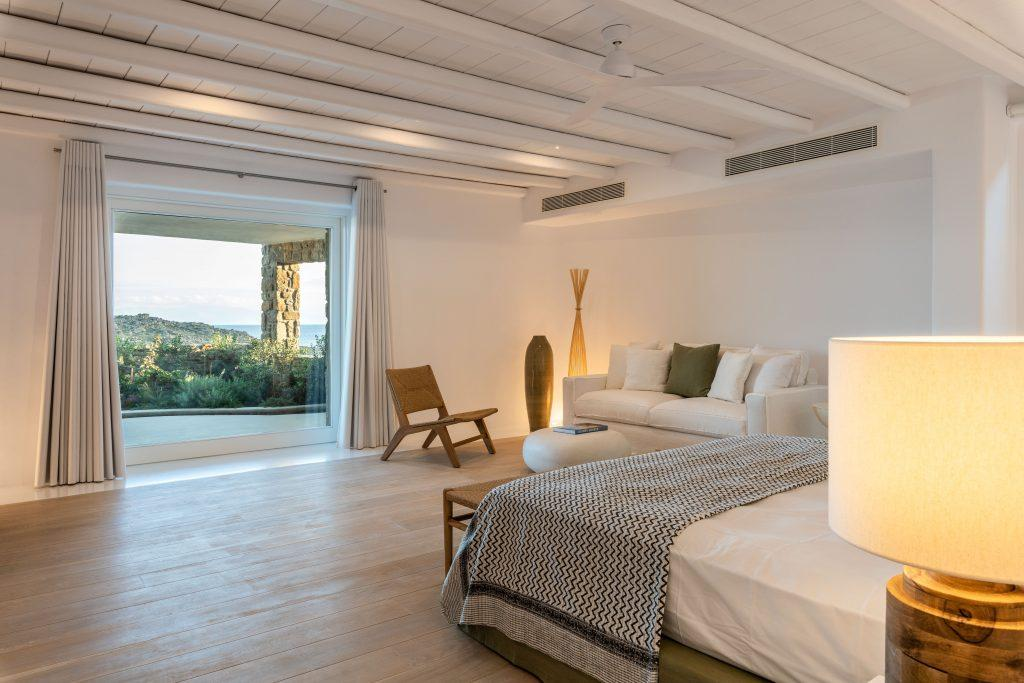 bedroom overlooking the sea and the city of Mykonos is an ideal place to relax