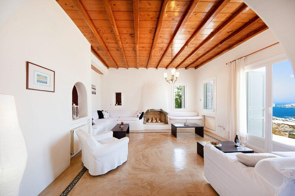 room with an ideal sea view and a fireplace in the middle that contributes to the atmosphere