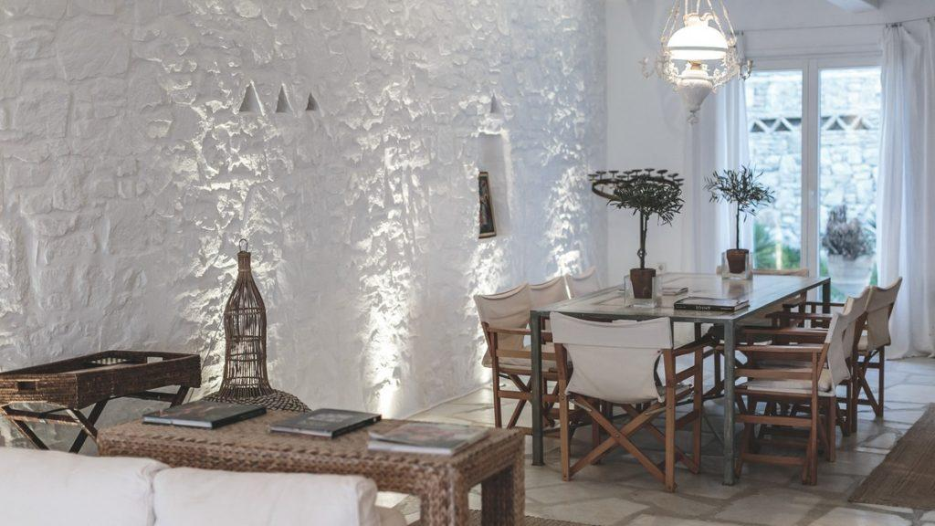 dining room with a decorative chandelier and a large table for an elegant lunch with friends