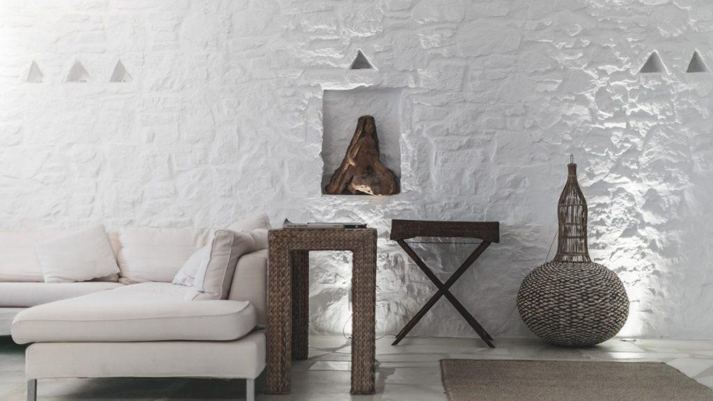 white walls of the room with decorative details