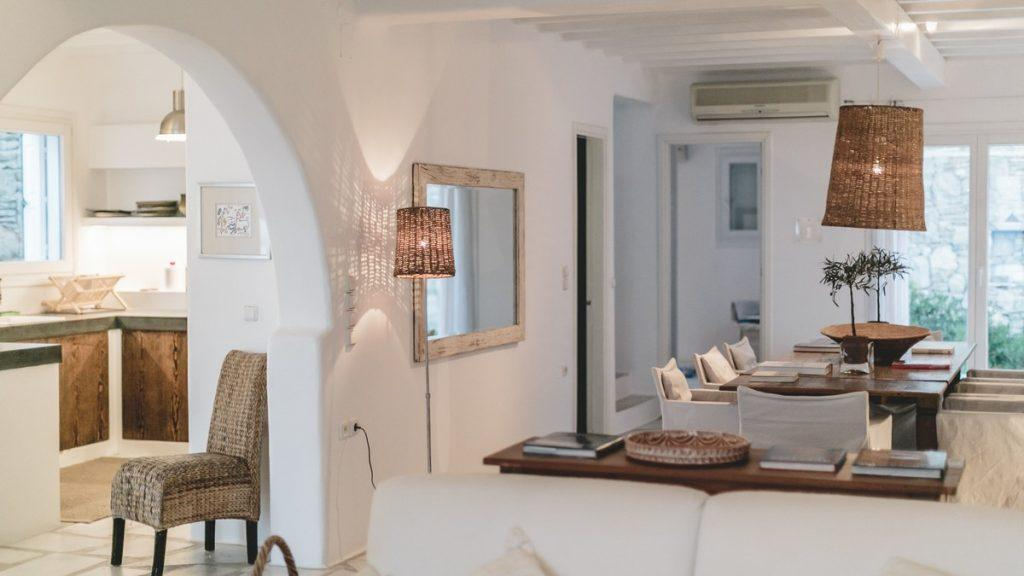 white walls of the room with decorative details and comfortable furniture