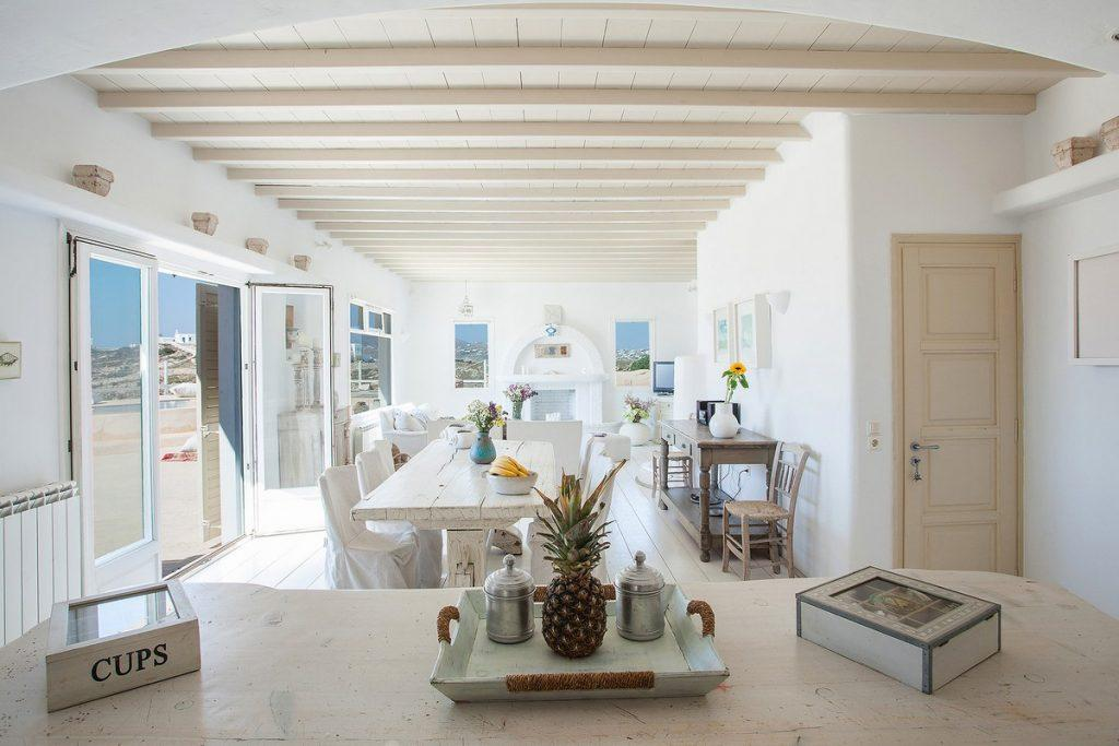 dining room with lots of daylight ideal for a pleasant lunch with family and friends